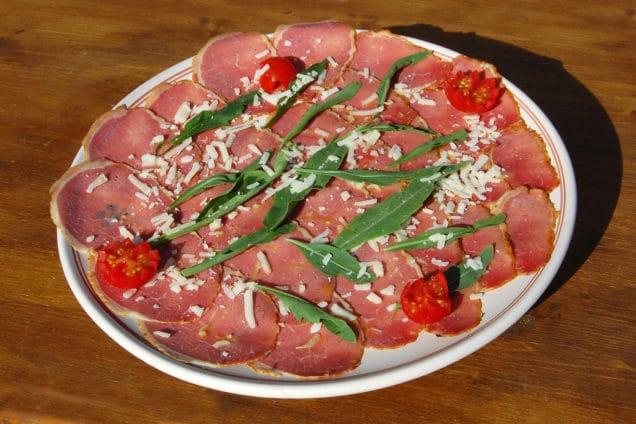 Piatto con carpaccio cotto Braceria Zio peppe
