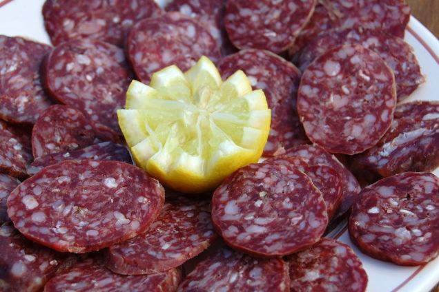 Dettaglio salame equino - Antipasti braceria da Zio Peppe